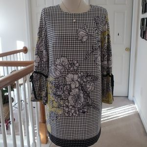 NWT Black and White Long Sleeve Dress size 6